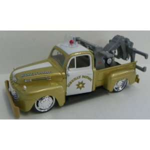 24 Scale Diecast Custom Shop Series 1948 Ford F1 Wrecker Tow Truck