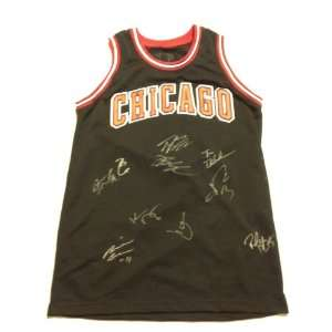 2011 CHICAGO BULLS Team Signed Autographed Jersey COA