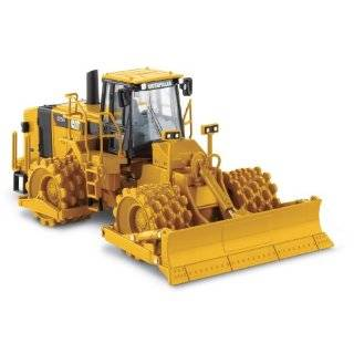 Norscot Cat 657G Wheel Tractor Scraper 150 scale Explore